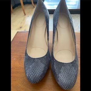 Calvin Klein/Size 8M/Gray/Reptile Look/Heels
